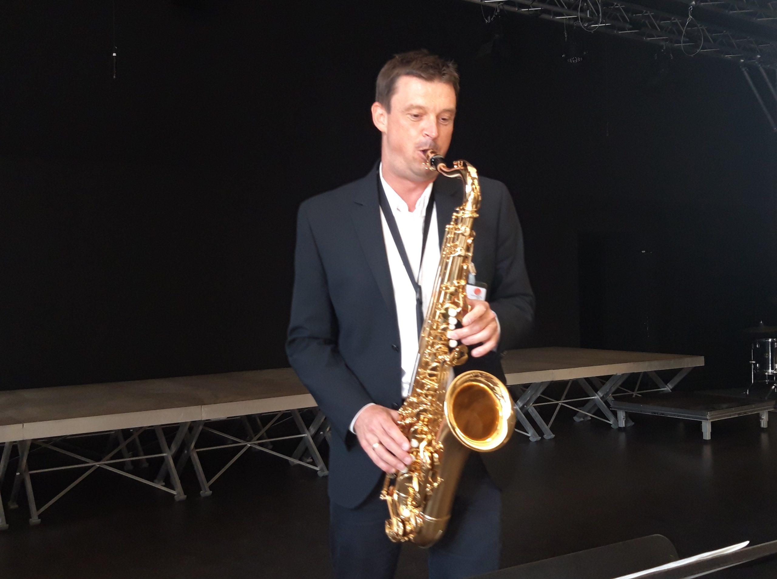 Herr Bartsch am Saxophon